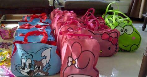 Tas Souvenir Undangan Pakai Alas Motif Batik 12 tas ulang tahun karakter kartun lucu de rasya store