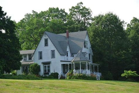 lakehouse bed and breakfast know what you are in for review of lake house bed and breakfast cottage rock