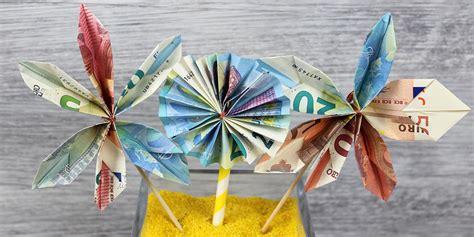 Auto Aus Geldscheinen Falten by Geldblumen Tolle Blumen Aus Geld F 252 R Die Hochzeit Falten