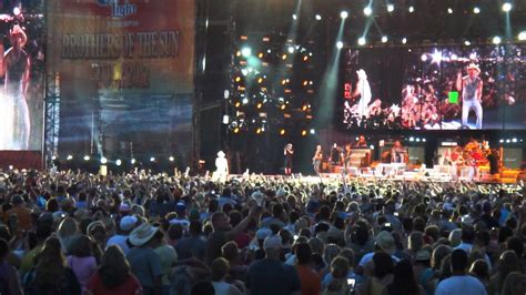 kenny chesney suns out guns out at kc tmzcom kenny chesney at arrowhead taking the stage youtube
