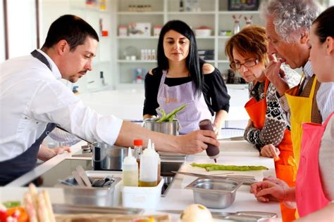 cours de cuisine c駘ibataire gagnez vos cours de cuisine et un s 233 jour au relais