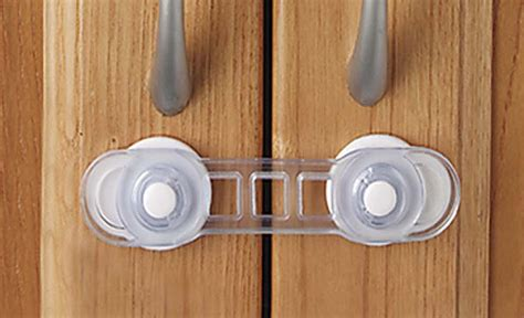 maniglie armadio bambini bambini in casa ecco come non correre rischi