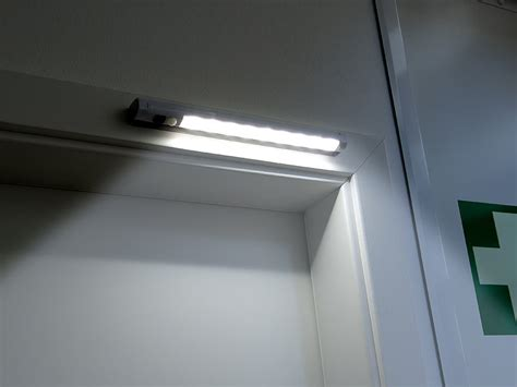 schrankbeleuchtung ohne strom lunartec kabellose len led lichtleiste mit