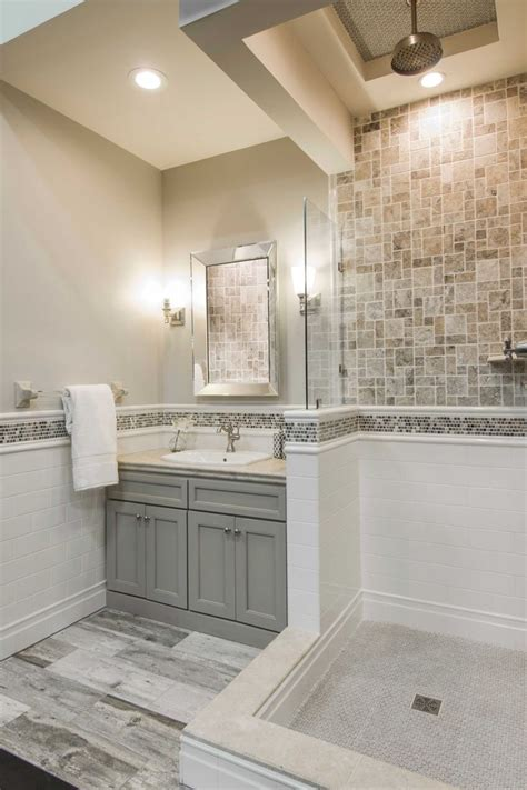 travertine bathroom tile ideas 25 best ideas about travertine tile on