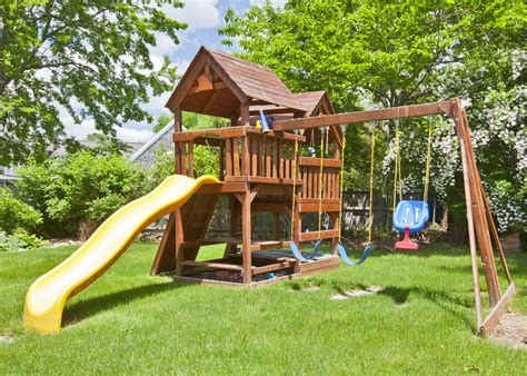 How to Build a Safe Backyard Play Area for the Kids   The
