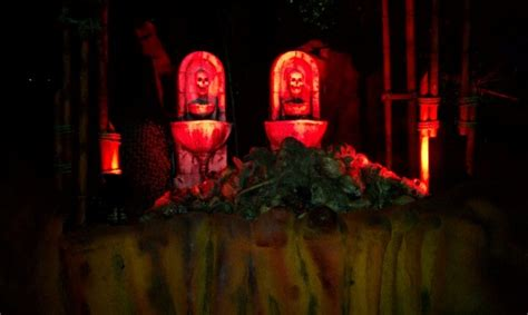 Busch Gardens Haunted House by Entering Haunted House Busch Gardens Howl O Scream