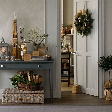 natural foliage christmas hallway decorating