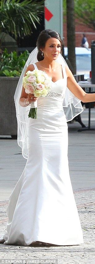 Michelle Keegan is back in a bridal gown to film Our Girl wedding   Daily Mail Online