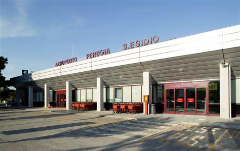 visto d ingresso in italia sbarca all aeroporto senza visto d ingresso rimpatriata