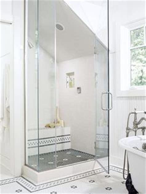 kleine badezimmerfarben und entwürfe ideen badezimmer mit dachschr 228 ge fenster home bad
