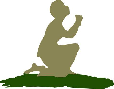 imagenes de alguien orando vector gratis orando arrodillada orar personas