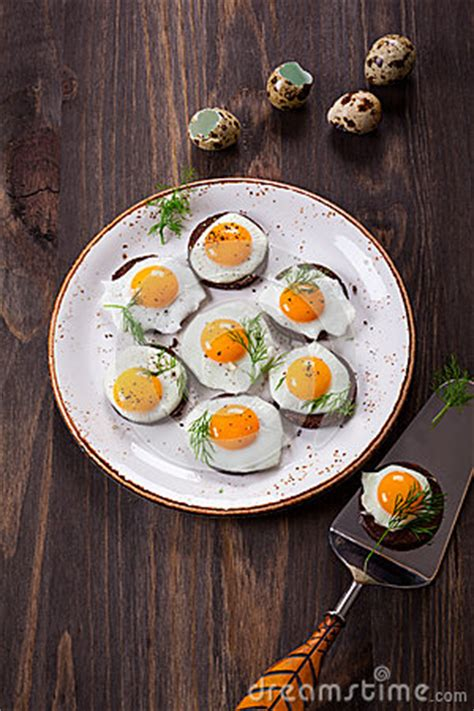 canape oeuf canapes d oeuf de caille photo stock image 49644515