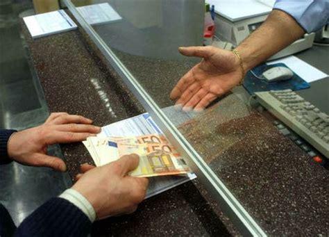 prelevare contanti in prelievi in contanti ci sono limiti da rispettare