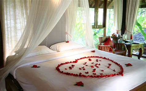 stunning bedroom decorations for honeymoon with white curtains and flower