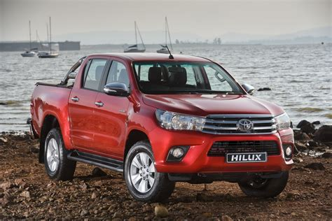 Headl Kanan Hilux 2016 Original the new toyota hilux road safety