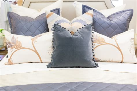 how to arrange pillows on a king size bed lacey placey pillow arranging 101