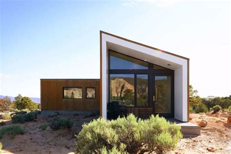 imbue design this minimal getaway home in the california desert is