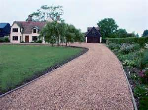 Types Of Mulch For Gardens - laying a gravel driveway how to build a house
