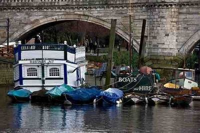 row boat hire richmond rent a craft and row round richmond london
