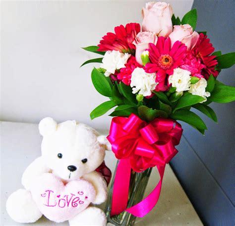 berbagai macam bentuk rangkaian bunga mawar  indah