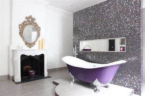 Impressionnant Relooker Salle De Bain #3: salle-de-bain-design-baignoire-en-couleur.jpg?itok=B_fBhZwJ