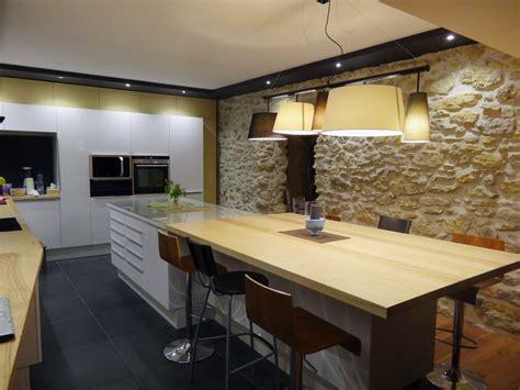 cuisine carrelage noir cuisine laqu 233 e blanche et bois fr 234 ne massif carrelage