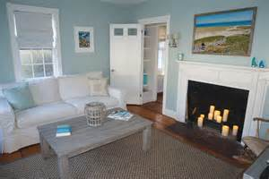 Decorators White Benjamin Moore decorating a nantucket house