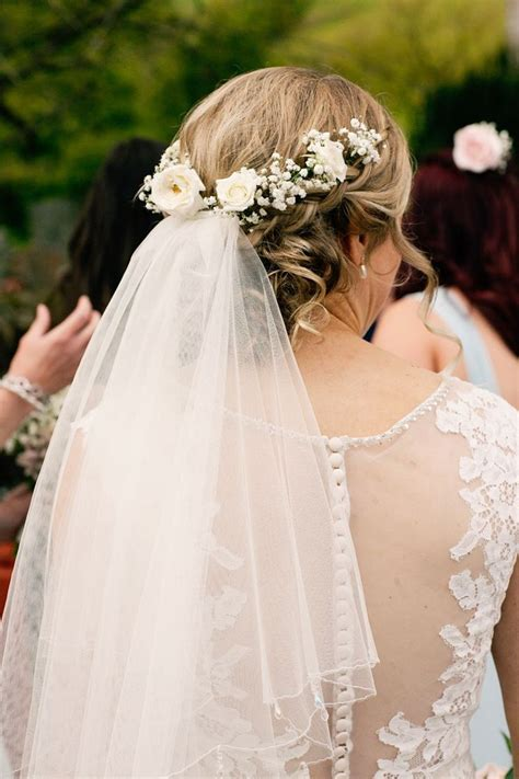 Wedding Hair Net Veil Uk by Best 25 Veil Hair Ideas On Veil Hairstyles