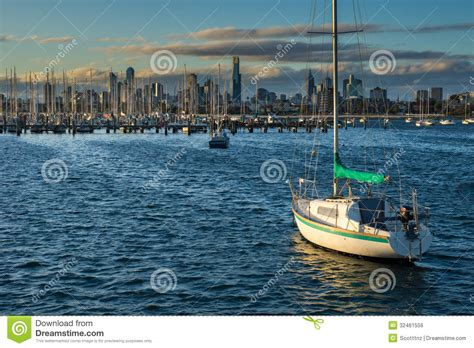 free boats melbourne boats in front of the melbourne skyline stock photo