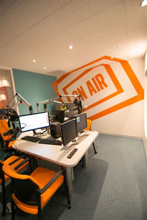 broodkast modern interieur 271 best images about radio station studios on pinterest