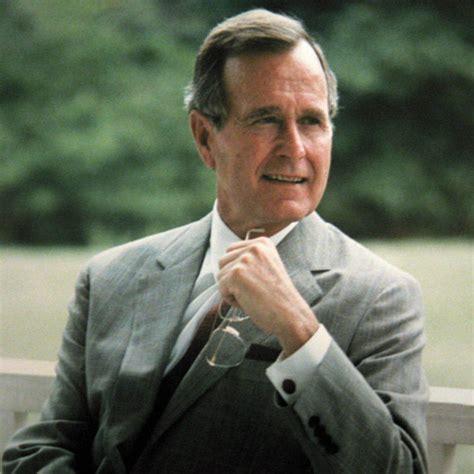 george w bush president 41 george h w bush signed card george h w bush eyeglasses