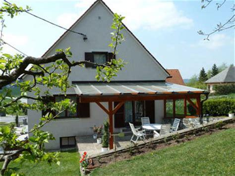 terrassen berdachung kaufen windschutz terrasse glas holz sichtschutz terrasse