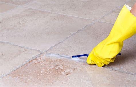 pulire le fughe pavimento come rinnovare le fughe tra le piastrelle pulizia