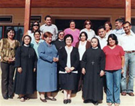cecilia insignia foto religiosas de la santa cruz asumen colegios cat 243 licos en