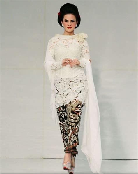 model kebaya masa kini inspirasi model kebaya modern masa kini warna putih