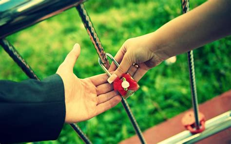Couple Together Hd Wallpaper | love couple lock together forever hd wallpaper