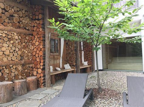 garten sauna outdoor pool mit rutsche bild hotel stroblhof san
