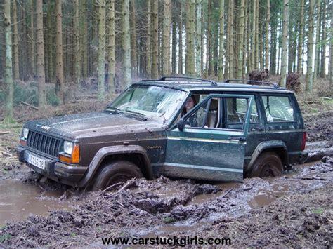 mudding jeep cherokee jeep cherokee stuck in mud