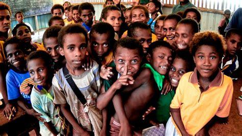 In Papua New Guinea Dodwell bringim benk ol pipel papua niugini husat i no save putim benk asian