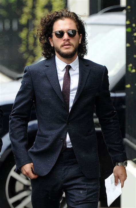 Friseur Express Kit Harington Gets Suited And Booted As He Joins