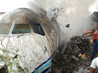 why planes crash files 2001 books why do airplanes crash newscut minnesota radio