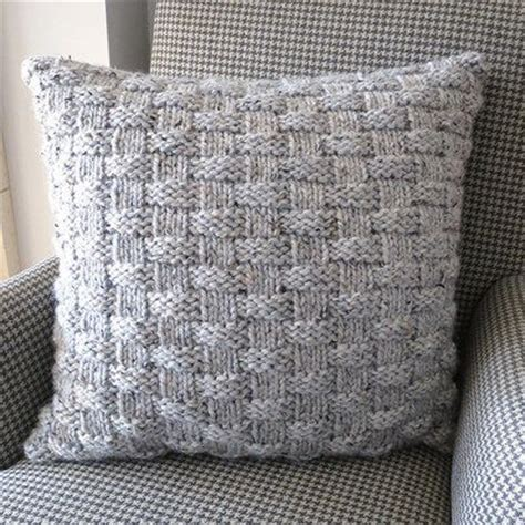 free chunky cushion cover knitting pattern 25 best ideas about knitted pillows on