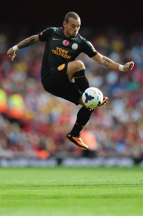 emirates cup wesley sneijder photos photos arsenal v galatasaray