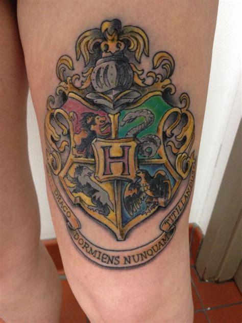 gryffindor tattoo hogwarts crest thigh tattoos