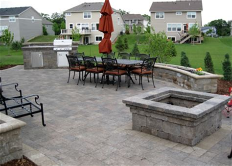 combination outdoor fireplace and grill tier one landscape 187 portfolio of services 187 hardscapes