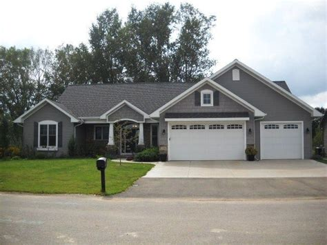house with gray siding best 25 vinyl siding colors ideas on pinterest