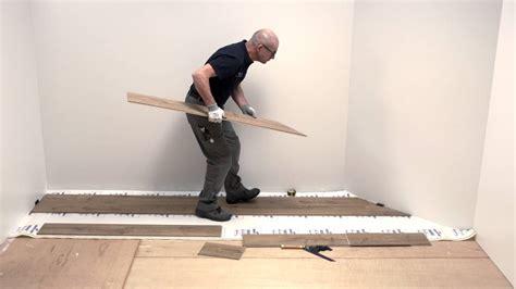 youtube laminaat plaatsen laminaat plaatsen in een kamer met schuine muren quick
