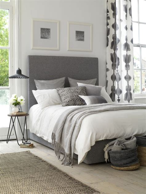 simple ways  decorate  bedroom effortlessly chic