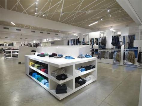 arredamenti per negozi di abbigliamento arredamento per negozi di abbigliamento cardano al co