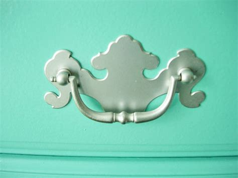 how to paint drawer pulls and a dresser in own style